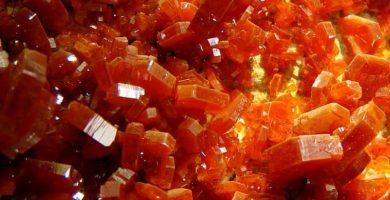 Cristales de piedras naranjas